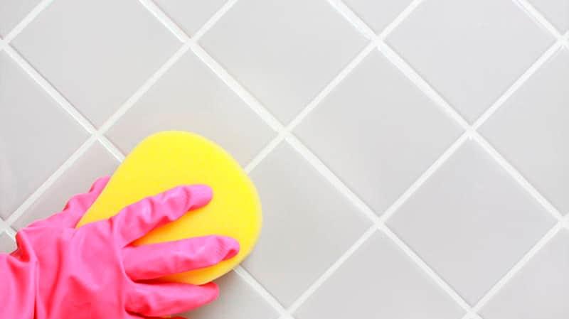 Чем очистить плитку в ванной