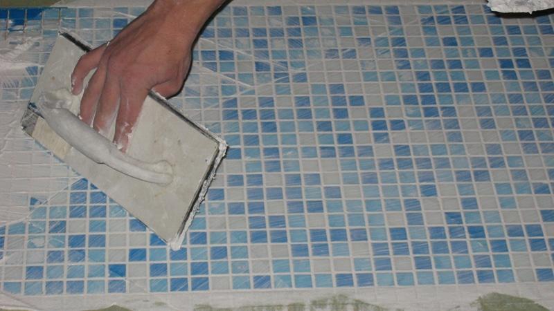 Как затирать плитку правильно