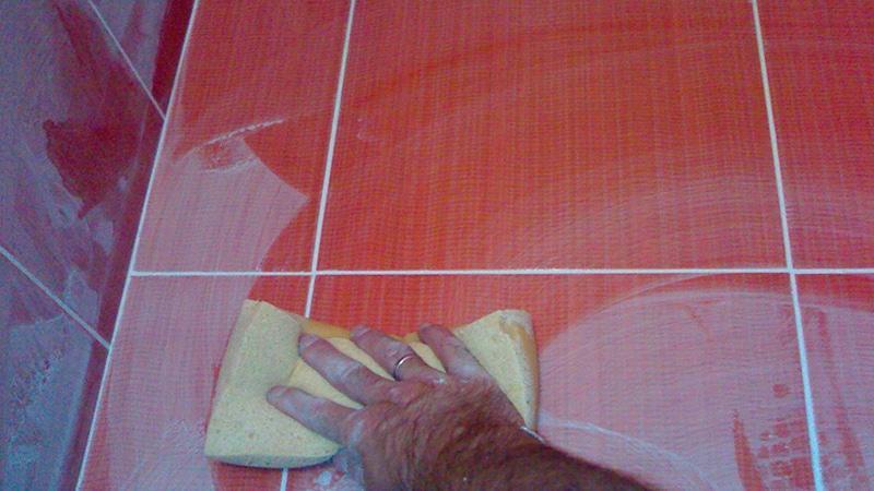Как затирать швы на напольной плитке