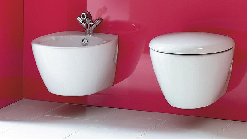 Подвесная сантехника в дизайне маленьких ванных комнат