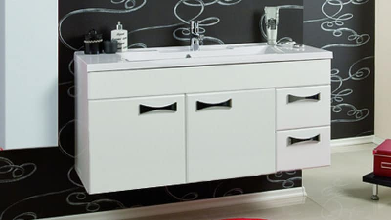 Подвесная мебель хорошая идея для маленькой ванной