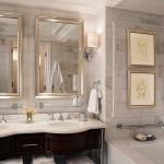 Белая плитка в ванной