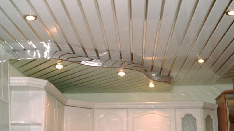 Бюджетный ремонт-реечный потолок