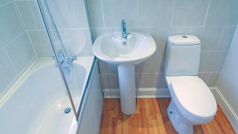 Оформление узкой ванны с туалетом