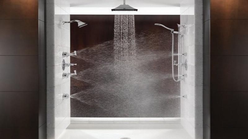 Функция тропического душа в душевой кабине с ванной