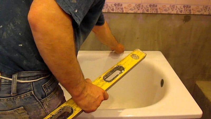 Монтаж новой сантехники в ванной
