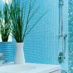 Голубая плитка в ванной комнате