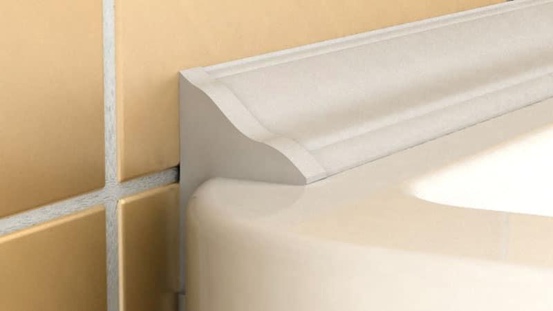 ПВХ плинтус закроет шов между плиткой и ванной