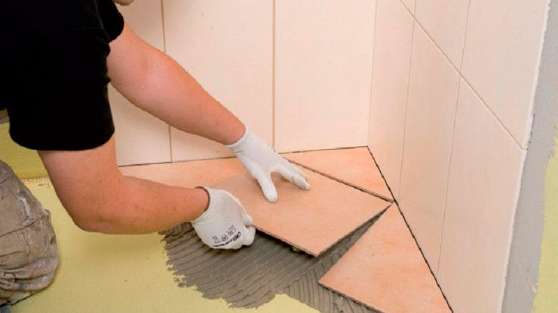 Как правильно положить плитку в ванную комнату