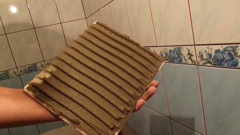 Как приклеить отвалившуюся плитку