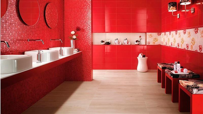 Красная плитка в интерьере ванной