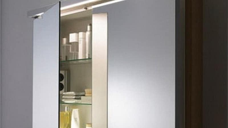 Подвесной зеркальный шкаф