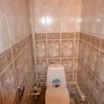 Пластиковая плитка в интерьере ванны и туалета