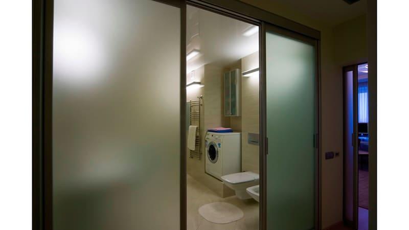 Пластиковые двери в ванную