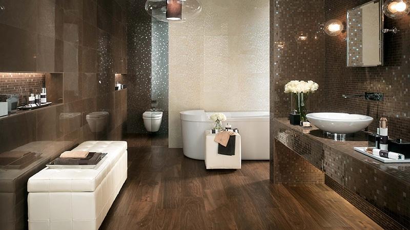 Плитка под дерево в ванной комнате