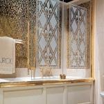 Плитка под золото в ванной