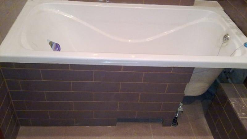 Плитка под ванной