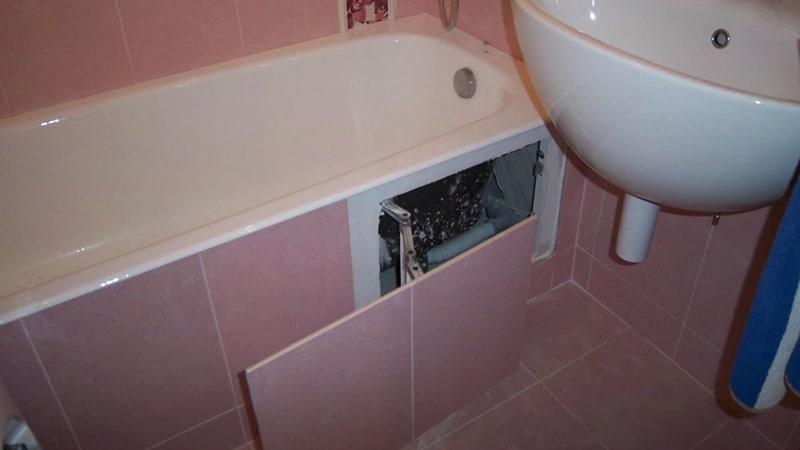 Люк ревиззи для доступа под ванну