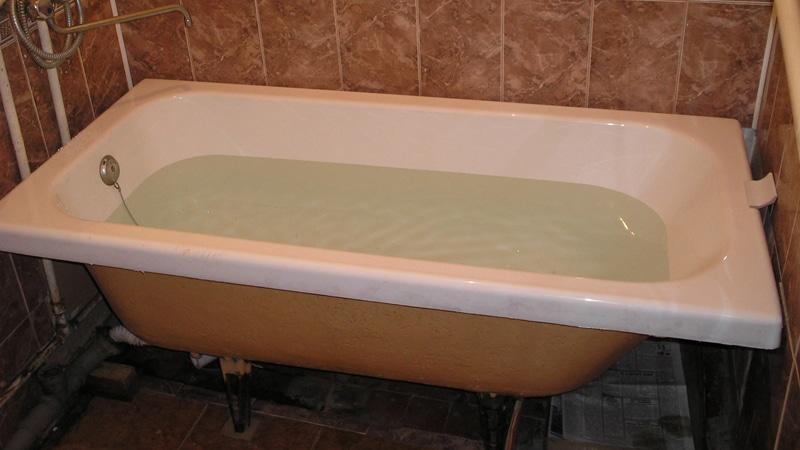 Отсутствие кафеля под ванной