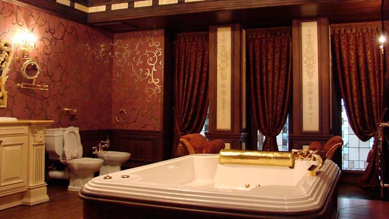 Богатое оформление ванной комнаты