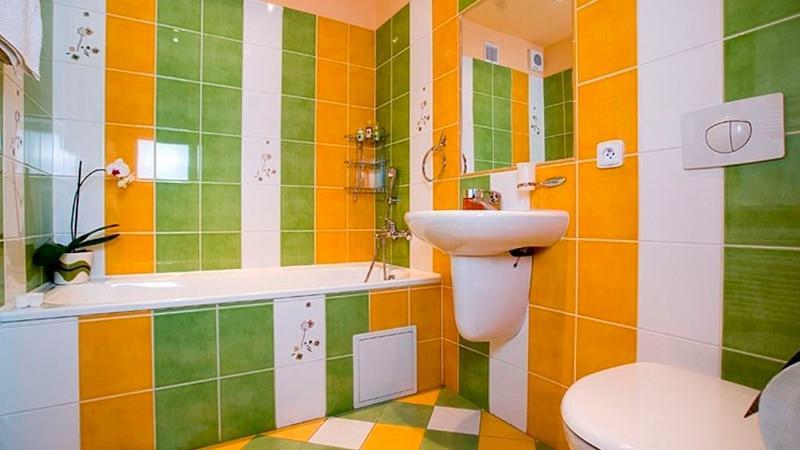 Недорогой вариант оформления ванны