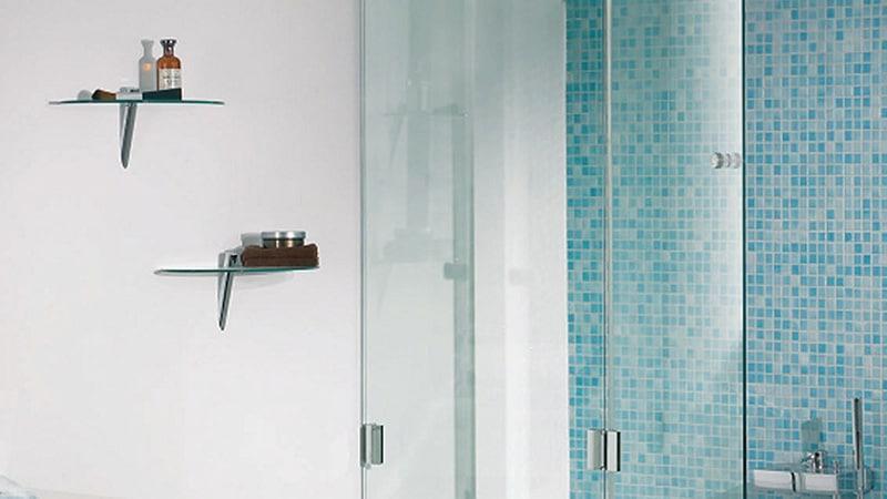 Типы стеклянных перегородок на ванну
