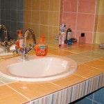 Установка столешницы в ванной