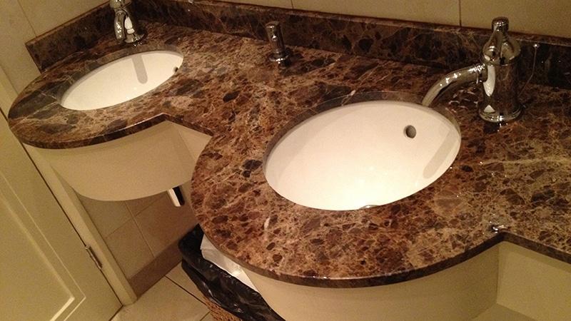 Столешница из мрамора в ванную