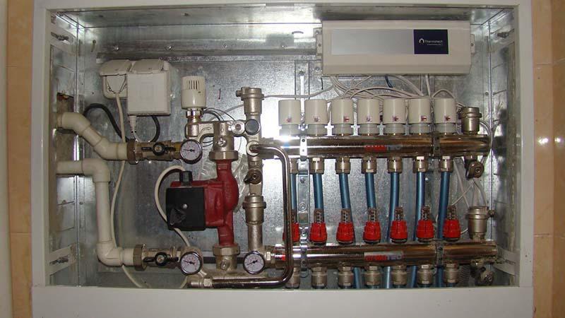 Коллекторный шкаф для теплого водяного пола