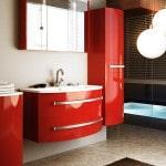 Красный мебельный гарнитур в ванную комнату