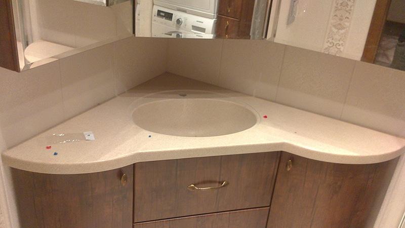 Угловой шкафчик в комлекте с угловым умывальником
