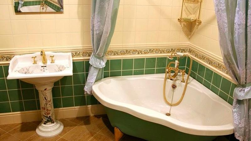 Укладка плиткой стен и пола в ванной