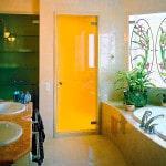 Стеклянные двери в ванную комнату