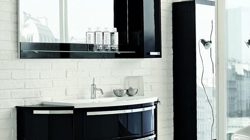 Шкаф-пенал в ванную с зеркалом