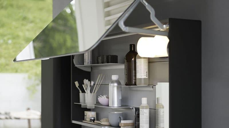 Шкаф с зеркальной дверцей навесной