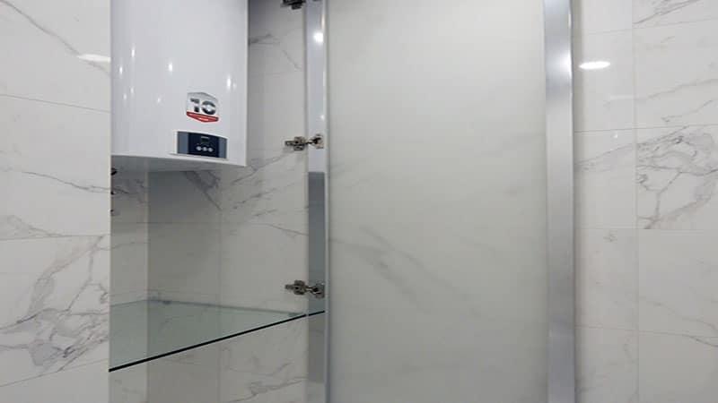 Зеркальный шкафчик в ванной