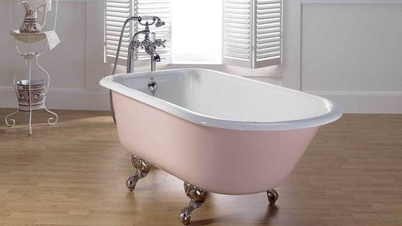 Как выровнять ванну на ножках