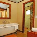 Крашеные стены в ванной фото