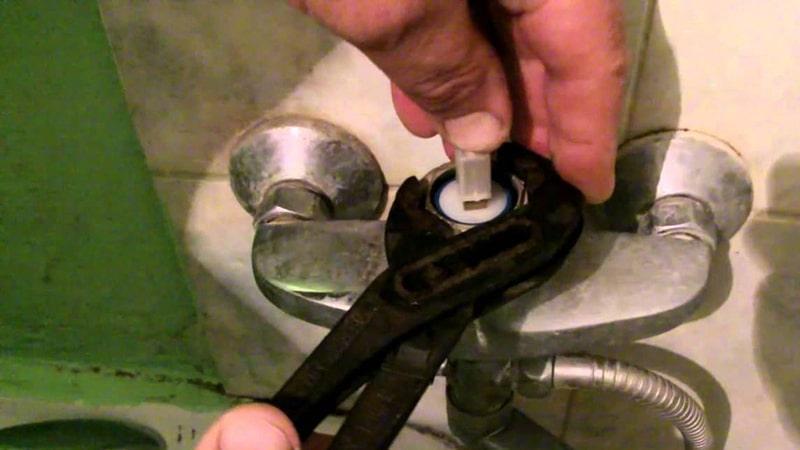 Ремонт крана в ванной своими руками с заменой картриджа