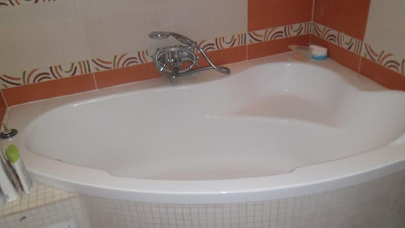 Угловая ванна в интерьере фото
