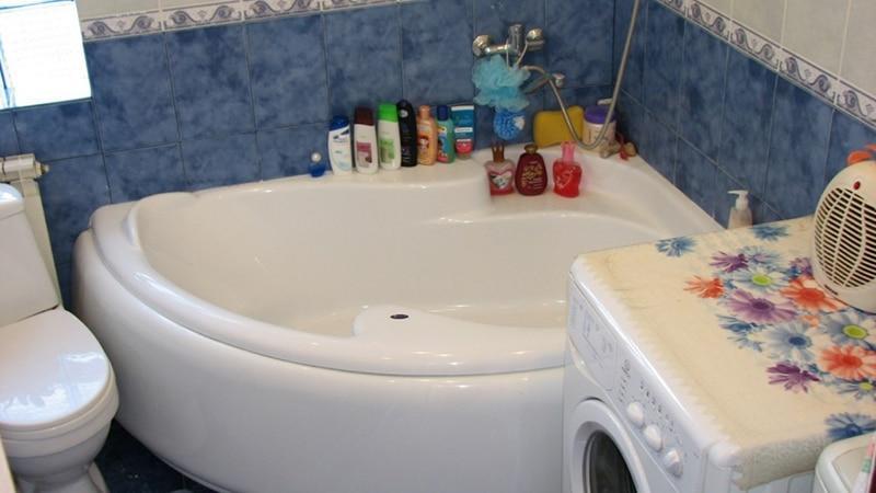Угловая ванная комната дизайн фото
