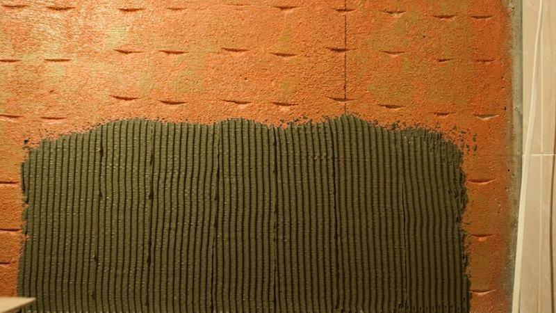 Способы выравнивания стен под кафель в разных типах домов