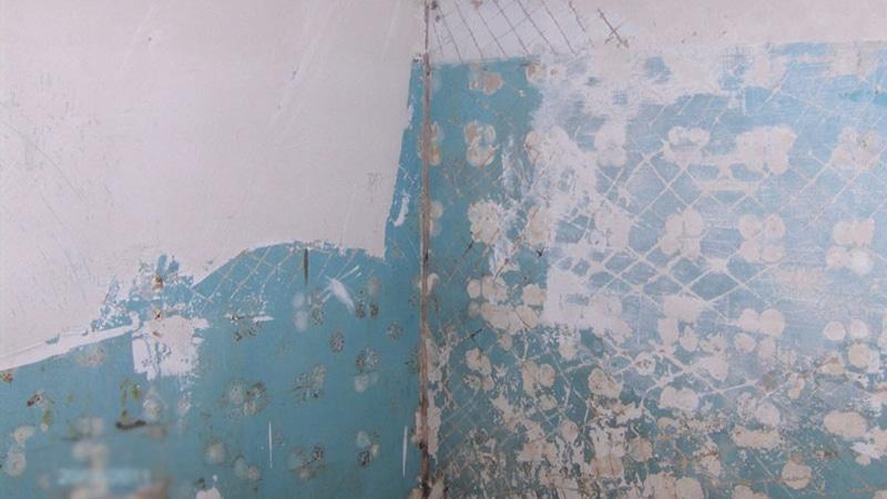 Как выровнять стены в ванной под плитку