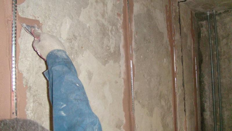 Чем лучше выравнивать стены в ванной перед укладкой плитки