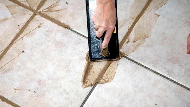 Чем заделать швы плитки