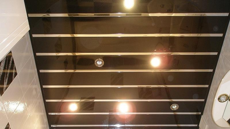 Потолок в ванной комнате панельного дома
