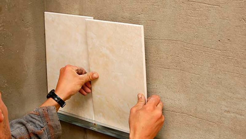 Как положить плитку на стены своими руками