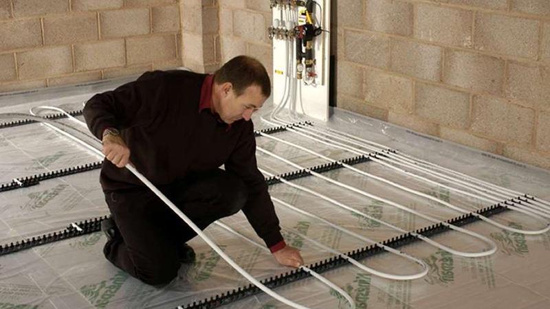 Монтаж трубопровода для системы теплого пола