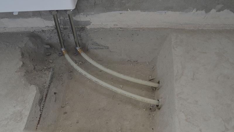 Трубы, спрятанные в стяжку