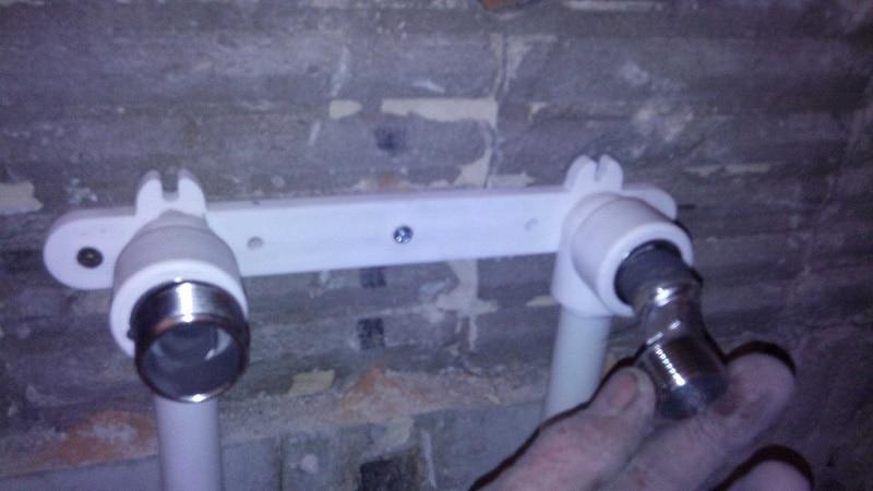 Полипропиленовые тубы, спрятанные в стене
